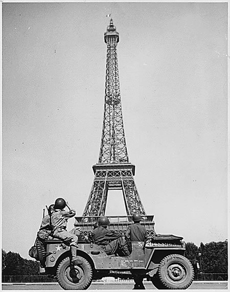 French flag on the Eiffel Tower, Liberation of Paris